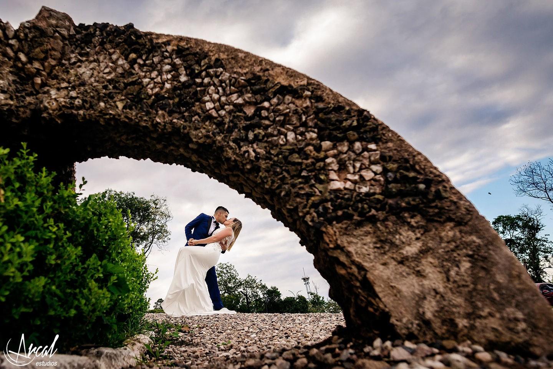 005-brenda-y-carlos-post-boda-vestido-de-novia-en-castillo-carreras-estadio-kempes-co-rdobaa-105093