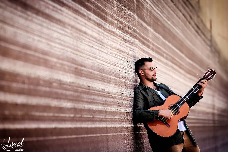 017_Ezequiel Rodriguez cantante, tantim villa carlos paz, puente peatonal, muséa, espacio de arte, córdoba