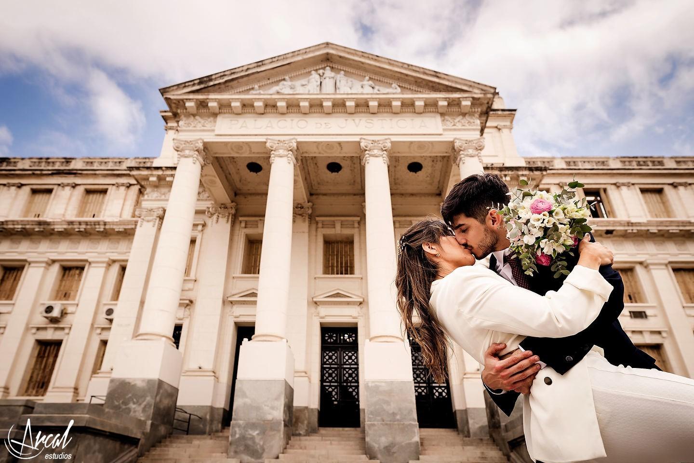 207-carla-y-guillermo-casamiento-con-barbijo-o-tapa-boca-por-zoom-registro-civil-de-co-rdoba-fotos-de-novios-en-tribunalesa-119131
