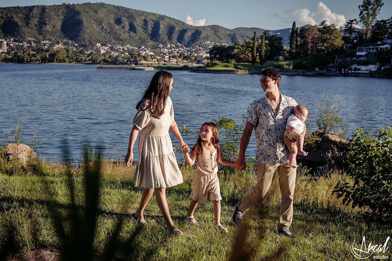 005_Lourdes y Rodrigo, fotos pre-boda, costanera, lago san roque villa carlos paz, fotografías en tagore suites villa del lago_2