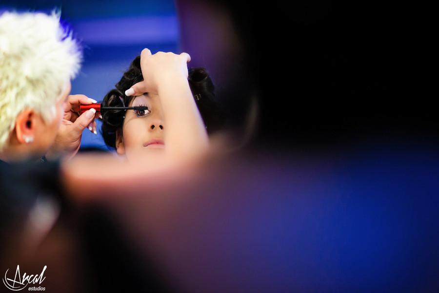 013-cande-ferrer-quincean-era-maquillaje-locas-lindas-carlos-paz-salon-malala-vestido-de-quince-azul-fotografia-de-15-26910