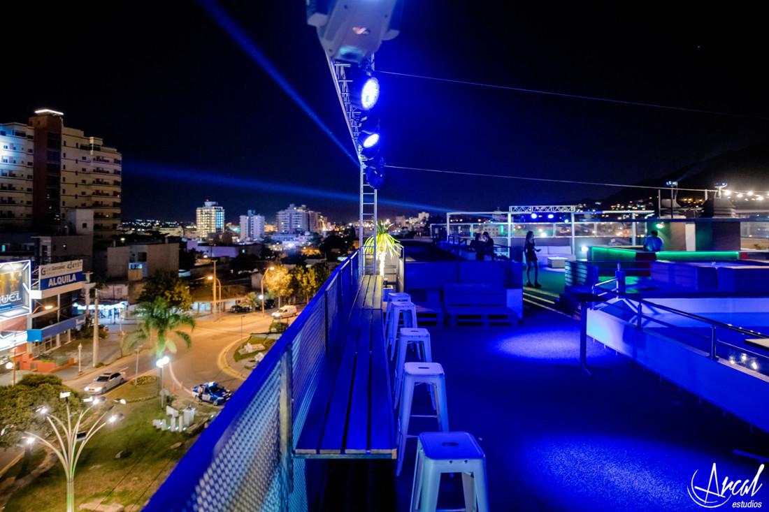 016-rooftop-bar-carlos-paz-arcal-estudios-fotografi-a-41613
