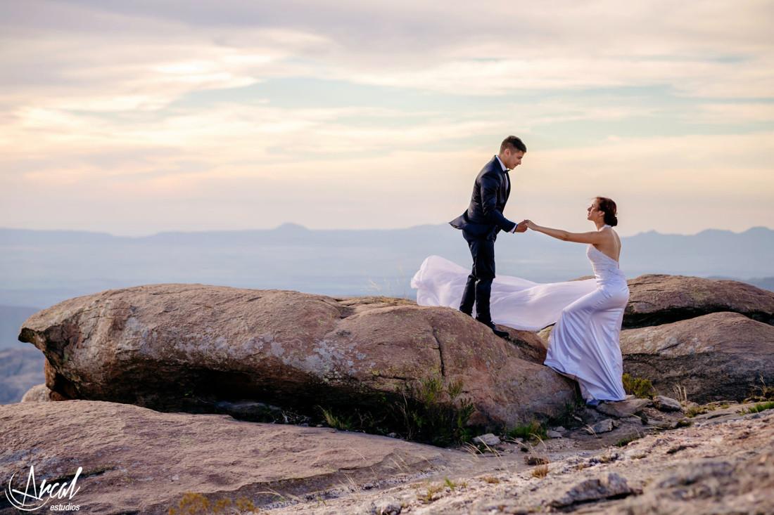06-melina-y-mauricio-post-boda-en-las-altas-cumbres-el-atardecer-camino-a-mina-clavero-fotografi-a-de-bodas-arcal-estudios-carlos-paz-48294