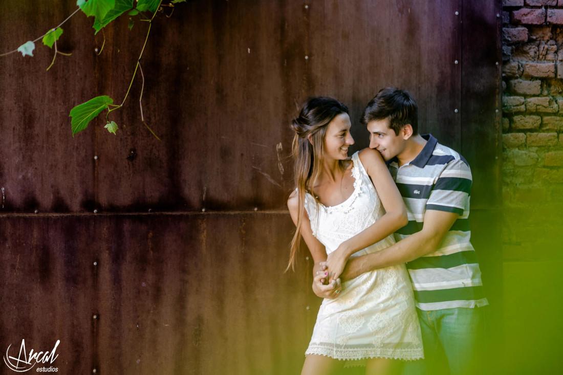 012-agustina-y-narciso-fotos-de-pre-boda-en-colonia-caroya-chacra-de-la-luna-campo-vestido-blaco-noviaa-44382