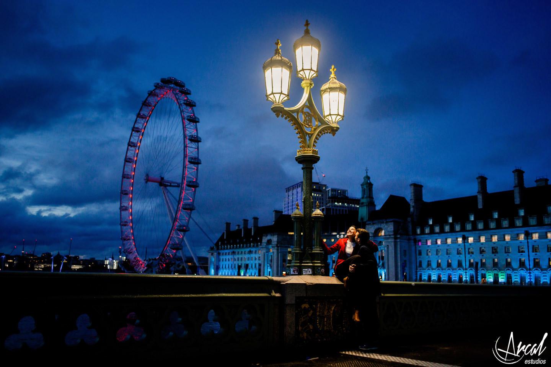 006-sol-y-santy-londres-de-noche-underground-trenes-foto-con-movimiento-de-gente-london-eye-79836